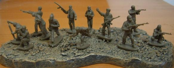 Caesar Miniatures 1/72 Modern Urban Resisters (Terrorists) (42)