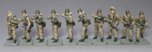 Image 0 of Caesar Miniatures 1/72 WWII German Infantry in Winter Gear (42)